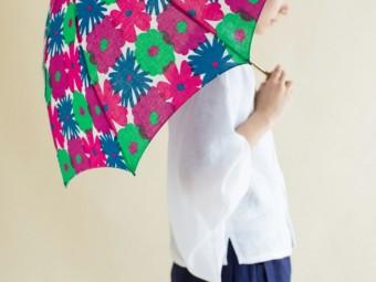 ポップなテキスタイルと持ち運びやすいデザインが魅力の「SOU・SOU×MOON BAT」の折りたたみ日傘