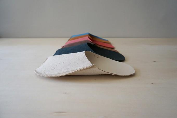 「toe to knee(トートーニー)」の一か所だけ縫いとめたスリッパ