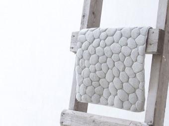 石や竹、芝生・・・ふわふわのタオルとは正反対のイメージのものをデザインした「OTTAIPNUのタオル」