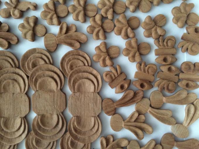 「16(ジュウロク)」の木材を使ったアクセサリー