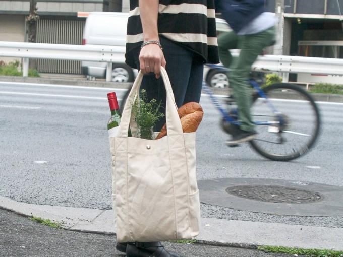 ユーティリティキャンバスの生成りのキャンバストート鞄
