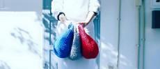 いつでも持ち歩きたくなるような「KAWAMURA MIKI SAKIAMI BAG」の裂き編みバッグ