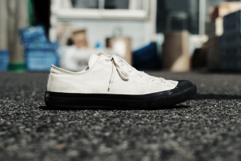 一足に詰まっている日本のものづくり。やわらかく足を包み込む「PRAS」のスニーカー