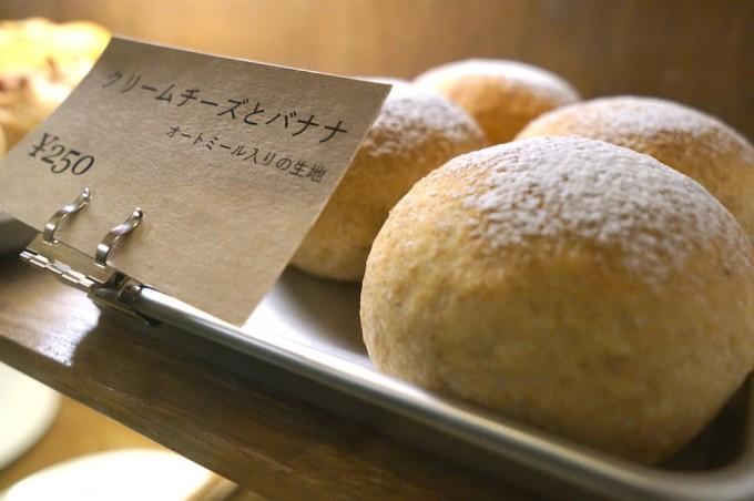 「good sleep baker」パンだけ買いに来る人も。