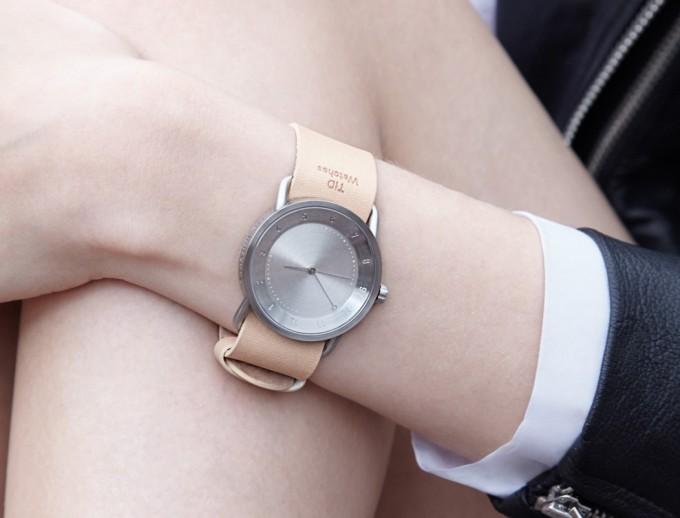 TID Watches(ティッド ウォッチズ)、ヌメ革ベルトのステンレスウォッチ