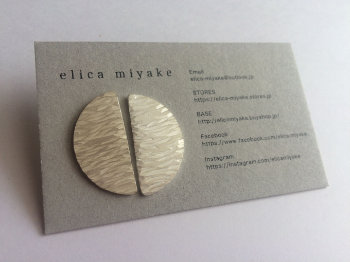 """「elica miyake(エリカ ミヤケ)」の""""半月をイメージした幻想的なピアス"""""""