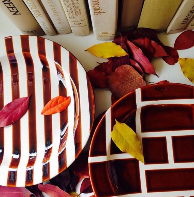 ボルドーの柄のお皿、秋っぽいお皿