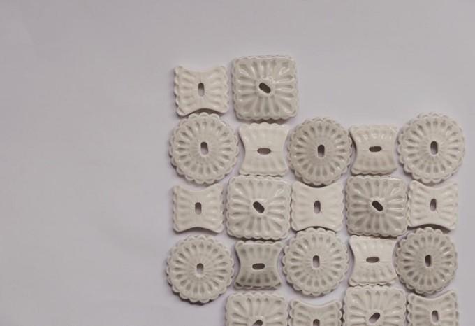 幾何学模様の陶器アクセサリーU'U'(ウウ)