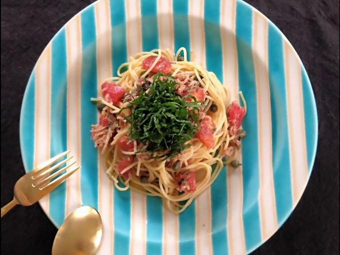 パスタに合うお皿、ブルーのストライプのお皿