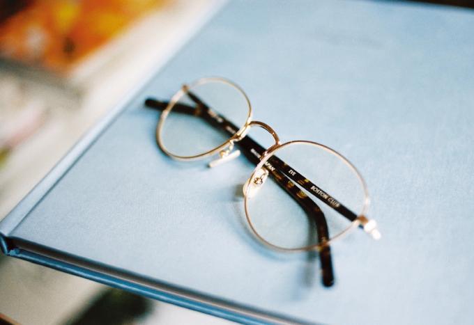 メタルフレームのメガネ