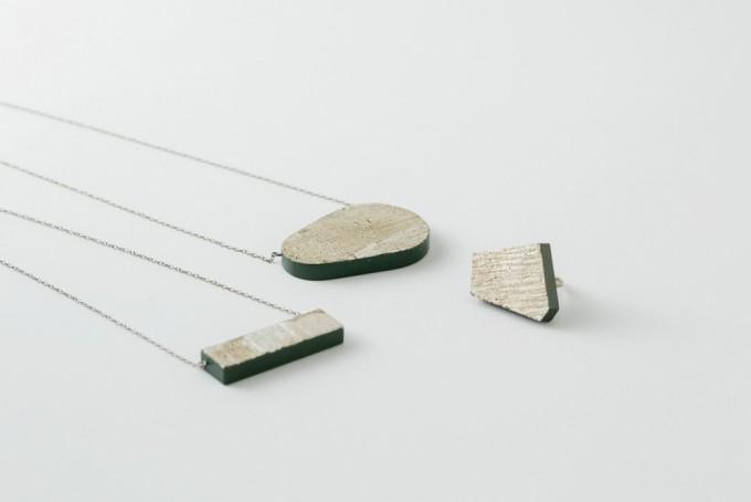 木材のネックレス2点、リング1点
