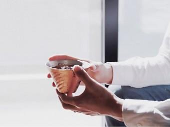 暮らしに馴染む職人技の輝き「R&W(レッドアンドホワイト)」の銅製品