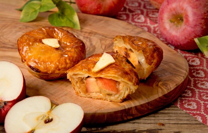 青森産のりんごを使用したアップルパイ