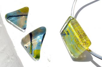 ガラススタジオ「comb de shio(コムデシオ)」のアートを持ち歩くようなアクセサリー
