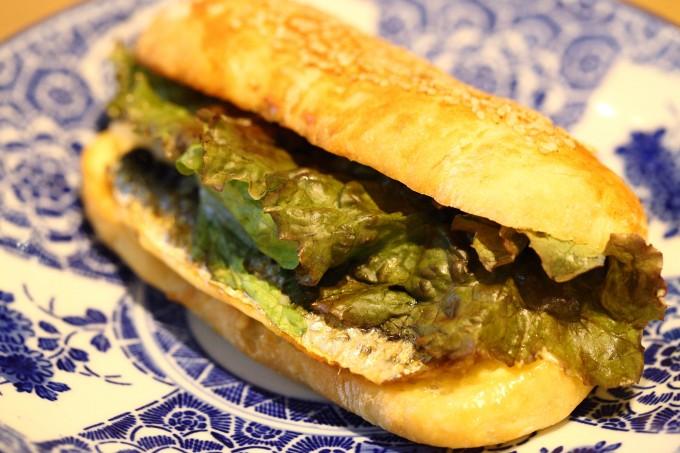 代々木公園のカフェ15℃の人気いわしサンドイッチ