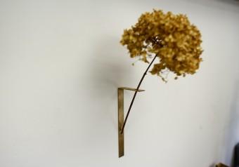スマートなのに伝わるあたたかみ。お部屋の雰囲気をシンプルに締める「千 sen」の金工造形