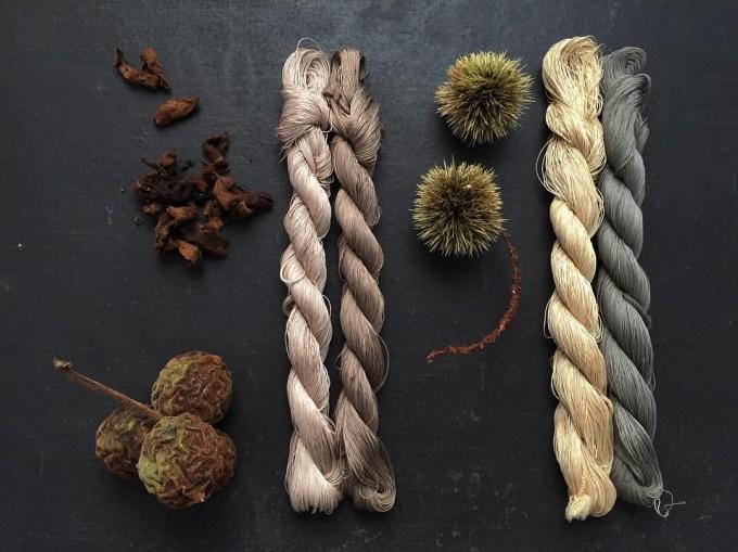 胡桃と栗と染めた糸4種類