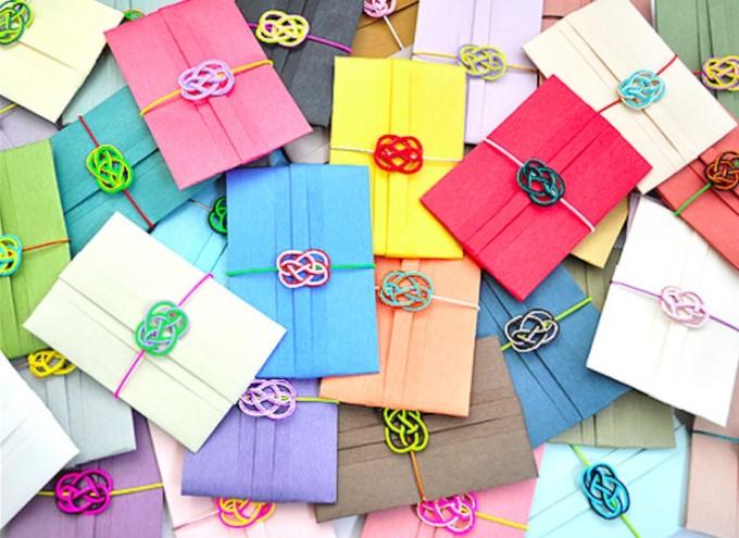 黄色やピンク、水色などカラフルな水引付きぽち袋