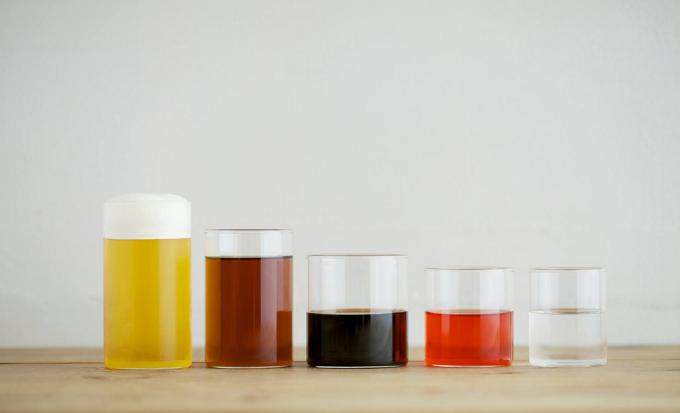 飲み物が入ったVISION GLASS(ヴィジョングラス)の耐熱グラス5つ