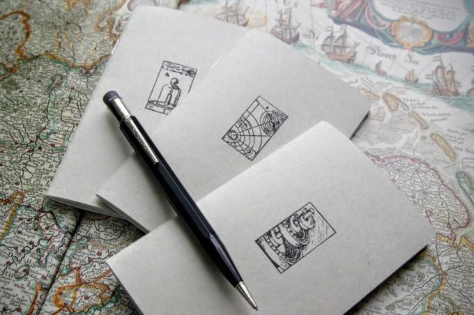 Loppis Ueda(ロッピスウエダ)に出店する「PAPYRUS(パピルス)」のノート3冊とペン1本