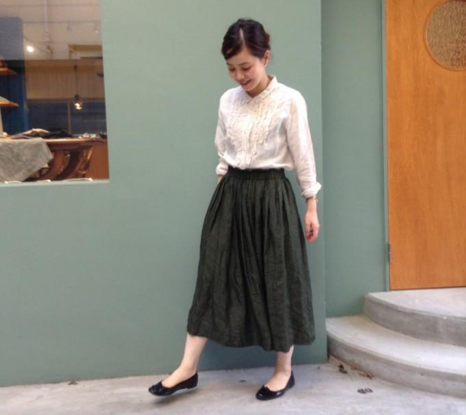 「Lisette(リゼッタ)」のフリルブラウスとギャザースカートの秋コーデ