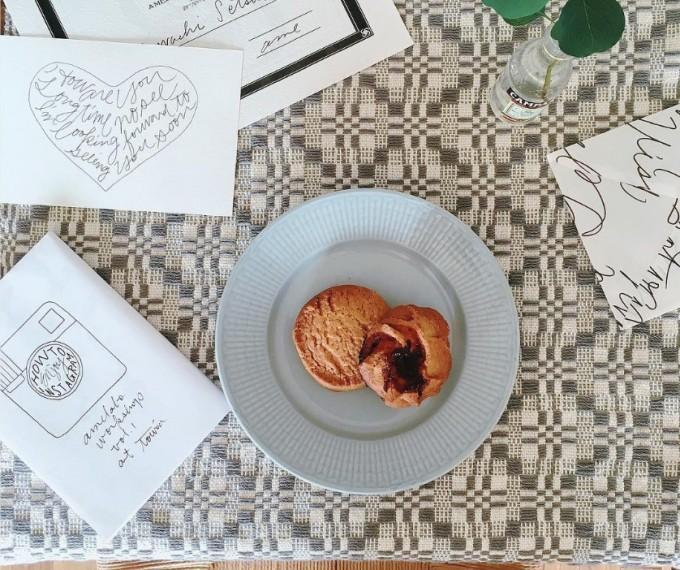 裂き織りの技術、オーバーショット織りで作られたテーブルクロス