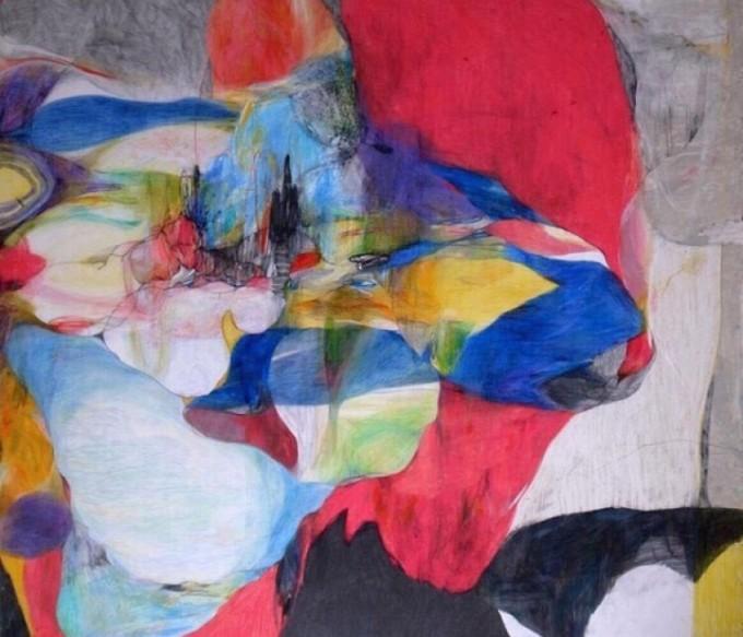 色鉛筆で描かれた赤や青、黄色などのカラフルな絵画作品