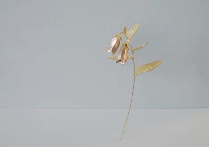 wataru yamazaki(ワタル ヤマザキ)のホタルブクロモチーフのピンブローチ