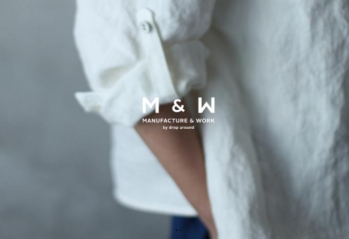 白いシャツを着た人とMANUFACTURE & WORK(マニュファクチャー&ワーク)のロゴ