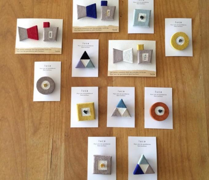 ピッグレザーで作った、丸や三角、四角などのモチーフブローチ