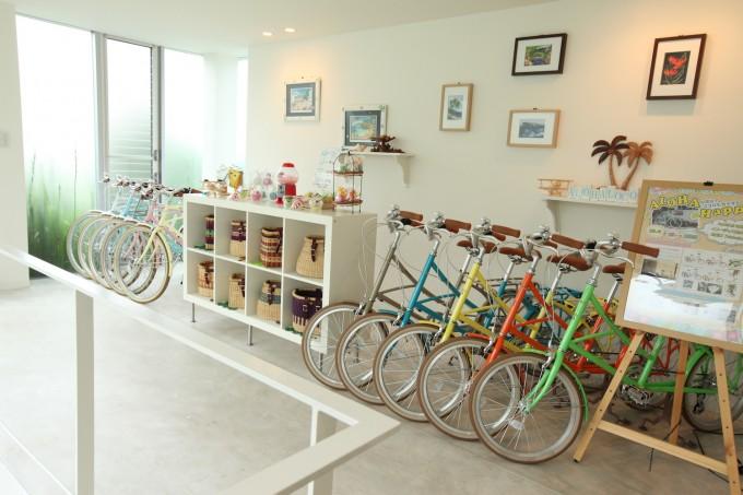 清澄白河の自転車店「alohaloco(アロハロコ)」の白を基調とした店内の写真