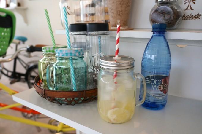 清澄白河の自転車店「alohaloco(アロハロコ)」の店内でいただけるレモネードやコーヒーの写真