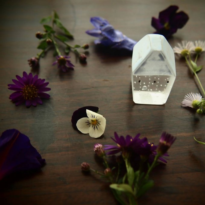 お花とガラスのオブジェ「Mellow Glass(メロウグラス)」の写真