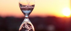 夕日に佇む泡時計「awaglass」