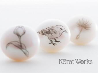 こだわりの手彫り装飾にうっとり。西洋の華やかさと和の繊細さを融合した「Korat Works」のジュエリー