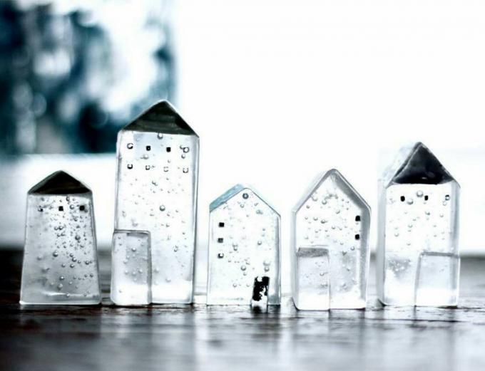 「Mellow Glass(メロウグラス)」の透き通るガラスの街並みの写真