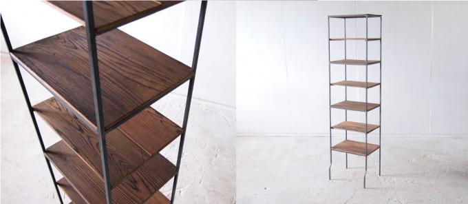 木材と鉄で作られた枯白 kokuの飾り棚