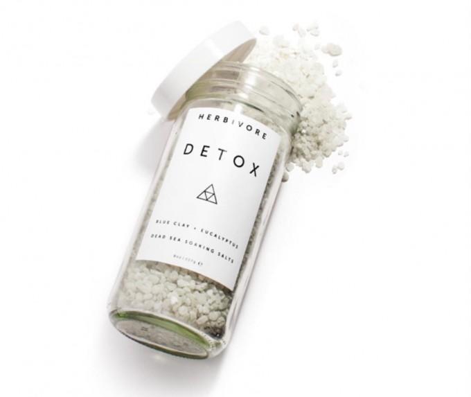 死海の塩とブルークレイを配合したバスソルト