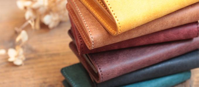 6つ重なったLITSTA(リティスタ)のレザー素材の財布