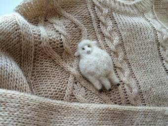 羊毛フェルトがほっこりとしたぬくもり。「URBAN SAFARI」の動物モチーフアクセサリー