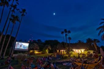 博物館、テント、島…映画をいつもと違う場所で。移動映画館「Kino Iglu」