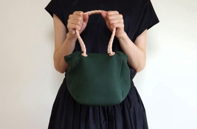レザーバッグブランド「ヌイトメル」の巾着バッグ