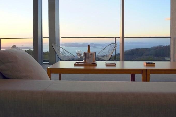 瀬戸内リトリート青凪の部屋から見える瀬戸内海の夕焼けの景色の写真