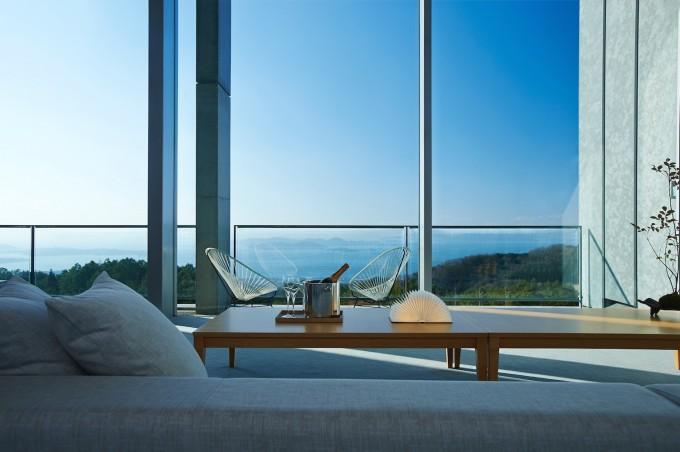 「The AONAGIスイート」から見える青い空と瀬戸内海の景色の写真