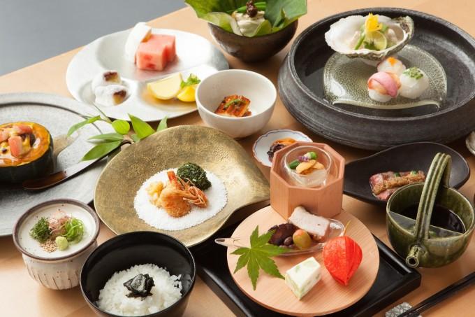 瀬戸内リトリート青凪の夕食の愛媛料理の和食会席の写真