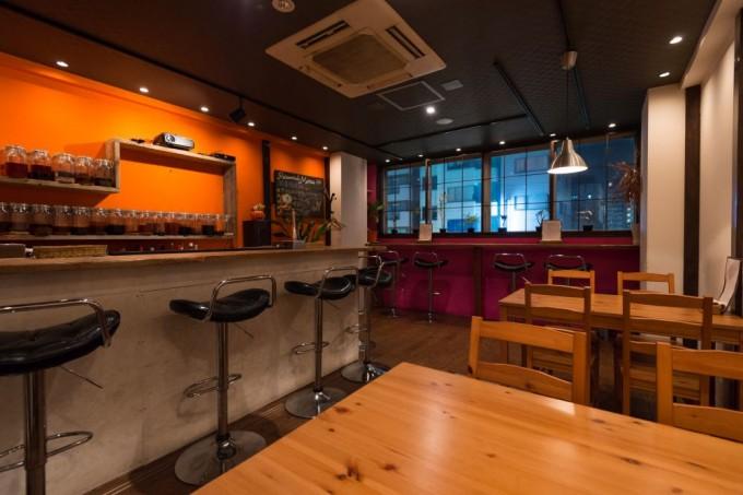 女性に人気の「浅草薬酒バー」で様々な方との交流を楽しんで。