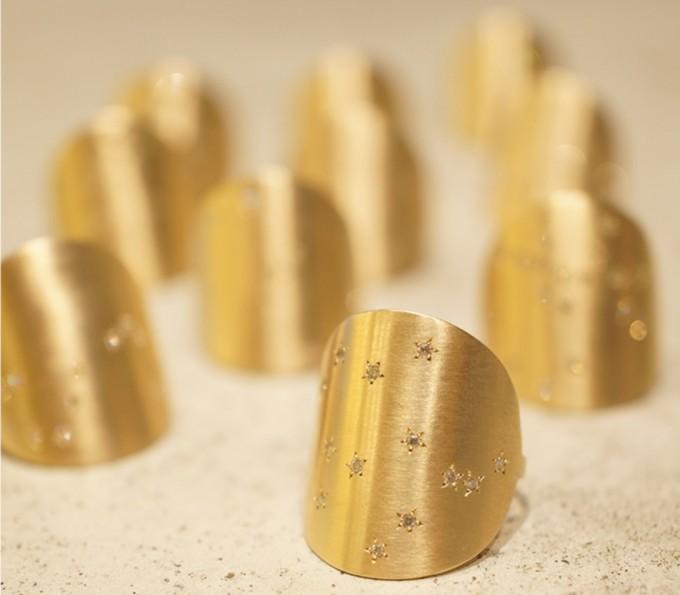 12星座とオリオン座をダイヤで表現したゴールドリング