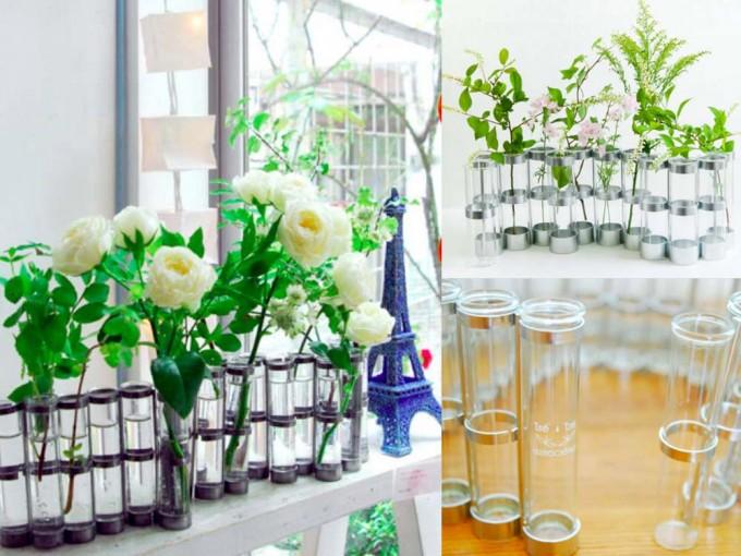 galerie doux dimancheで扱っているフランスのアーティストツェツェの試験管フラワーベースに白いバラが生けられた写真