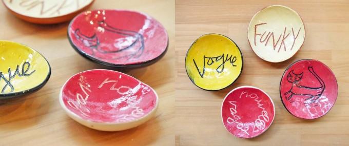 galerie doux dimancheで扱っているパリのイラストレーターキャルロッタが猫や文字を手描きした赤や黄色のミニプレートの写真