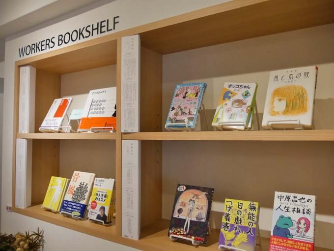 神楽坂「かもめブックス」の店内にある「WORKERS BOOKSHELF」という6つの棚で扱われている本の写真